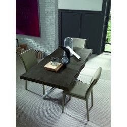 Table fixe ou extensible avec piètement métal et plateau effet béton, bois mélaminé, laqué ou placage bois