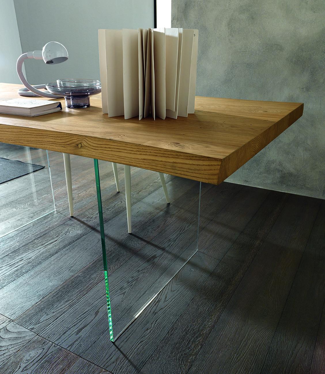 Table de repas avec pieds en verre
