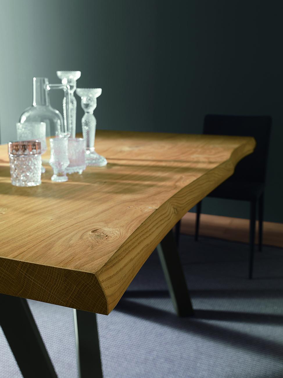Table avec plateau en bois