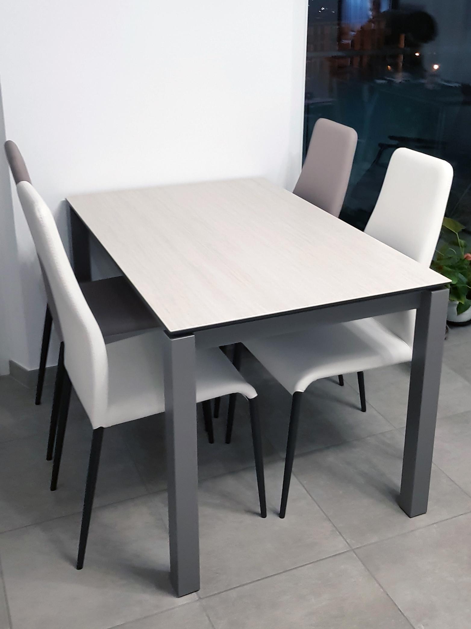 Table Monica en céramique & Chaises Myrta